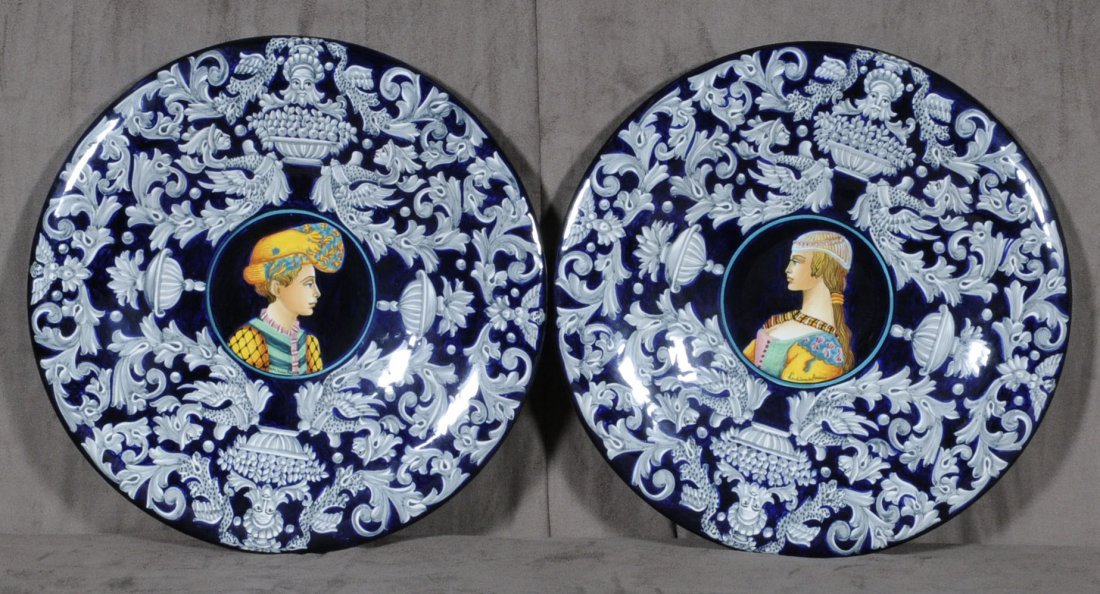 20: 2 BLUE CERAMIC PLATES. PORTRAITS IN THE CENTER.  WH