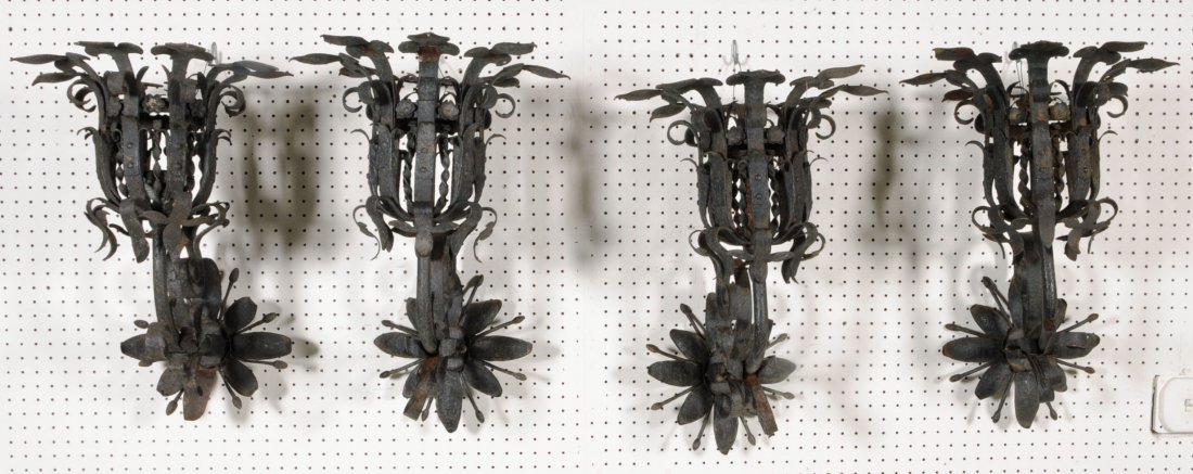 199: SET OF 4 ANTIQUE WROUGHT IRON WALL SCONCES. FLAIRE