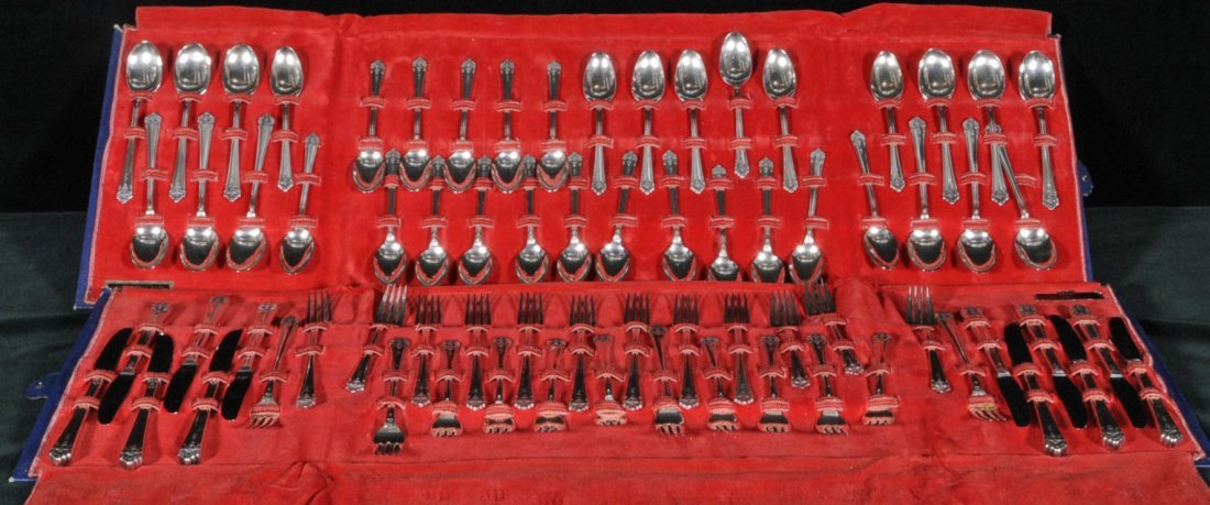 9: 72 PC. ROGERS BROS. 1847 SILVER PLATED FLATWARE. CON