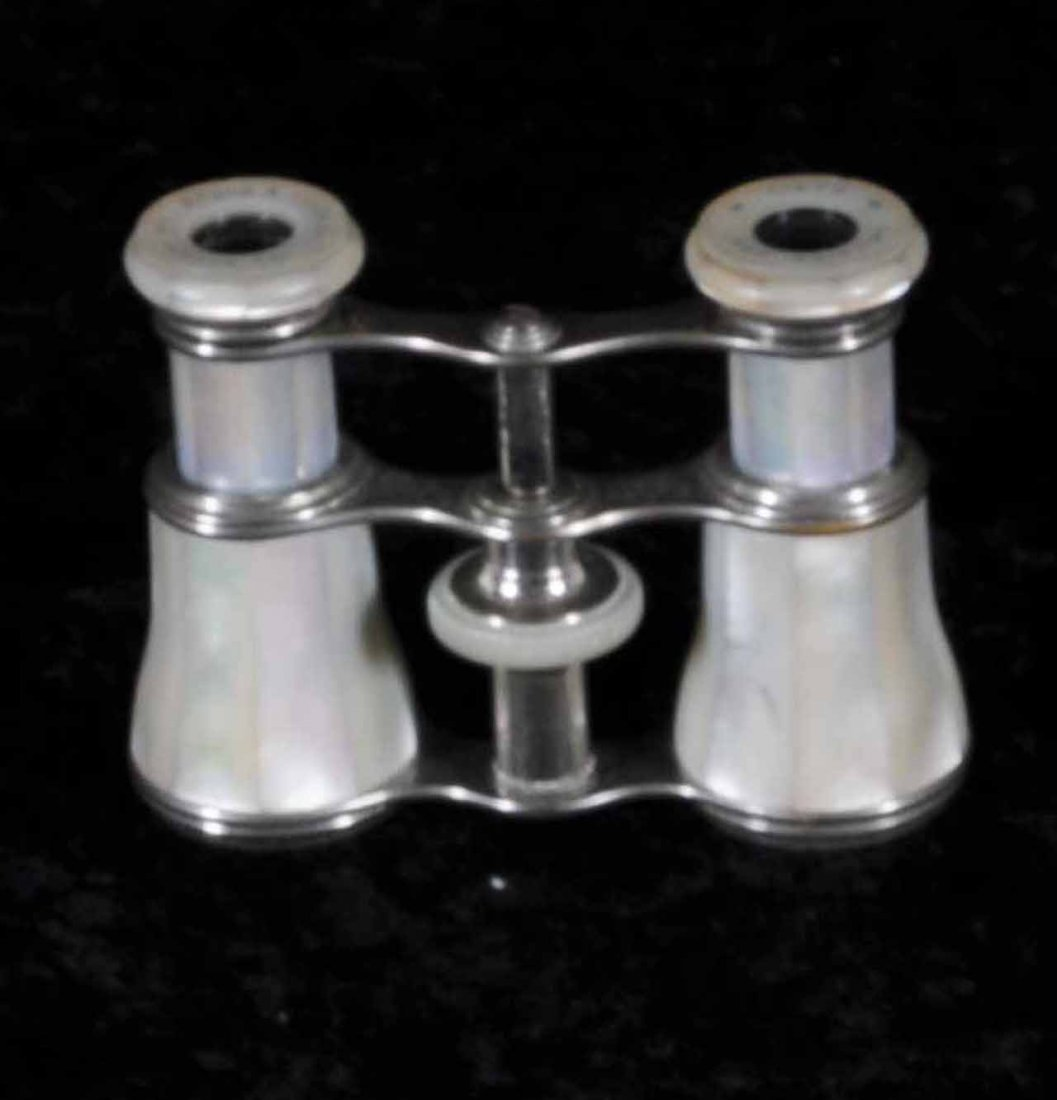 11: FRENCH MOTHER OF PEARL OPERA GLASSES.