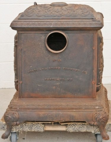 104: ANTIQUE CAST IRON POT BELLY STOVE. FIGURAL DECORAT - 3