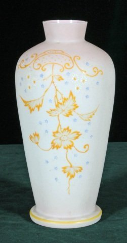 16: ANTIQUE ENGLISH  ART GLASS VASE.  PEACH TO WHITE