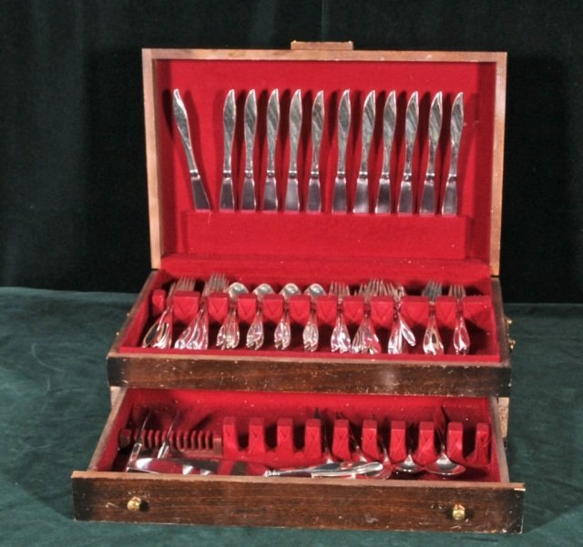 "138: 81 PC. HEIRLOOM STERLING SILVER FLATWARE. ""VIVANT"""