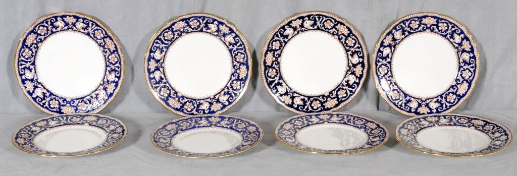 8 ENGLISH ROYAL STAFFORDSHIRE PORCELAIN SERVICE PLATES.