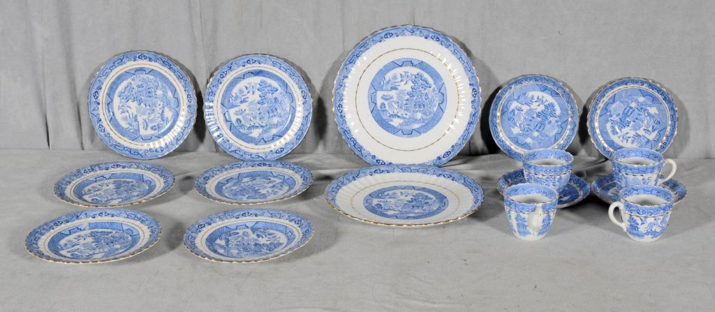 16 PIECE BLUE AND WHITE PORCELAIN DESSERT SET. ORIENTAL