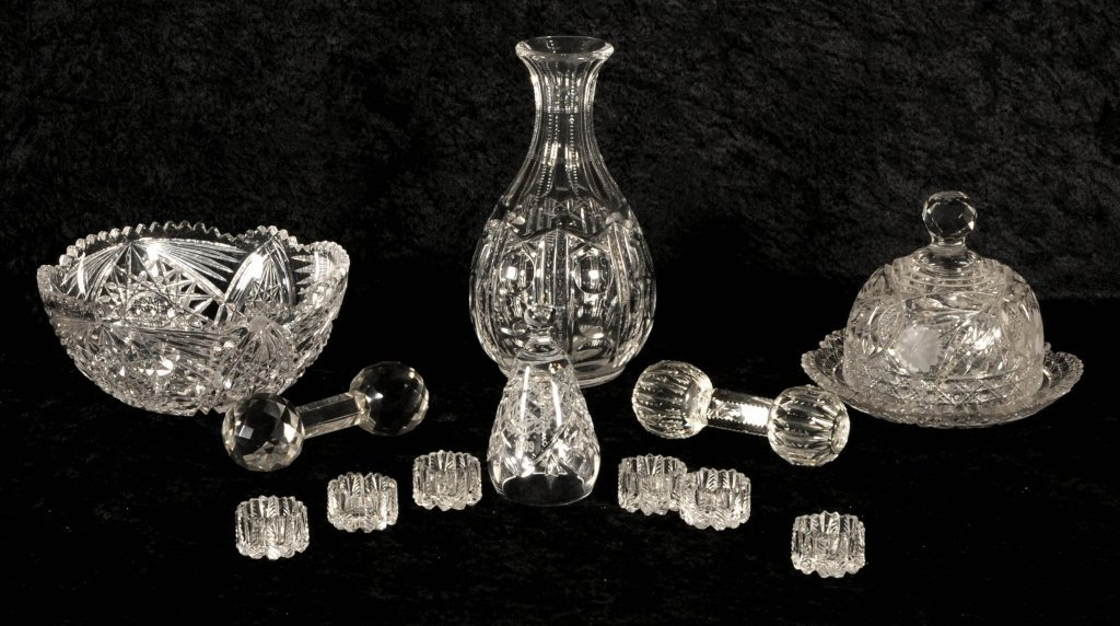 12 PIECES OF ANTIQUE  CUT GLASS CONSISTING OF A  BOWL,