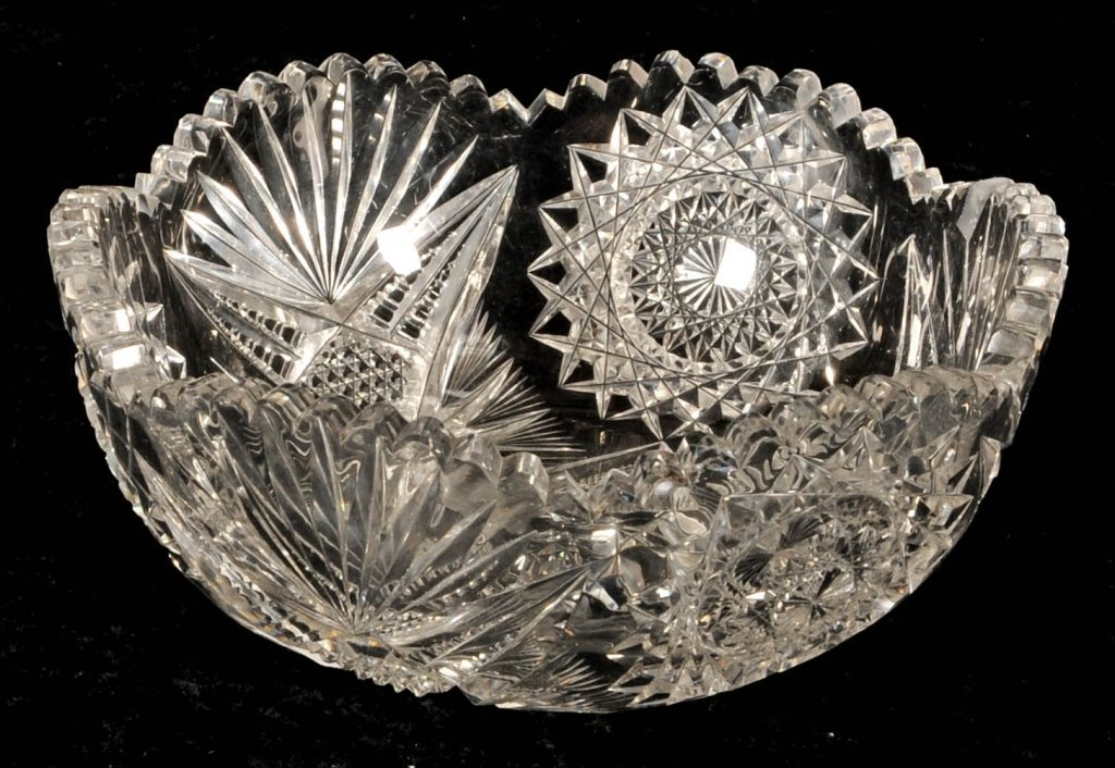 CUT GLASS BOWL.   SNOW FLAKE  AND SAW TOOTH DECORATION.