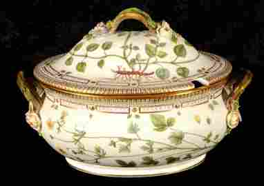 "ROYAL COPENHAGEN  ""FLORA DANICA""  COVERED  TUREEN. ""POT"