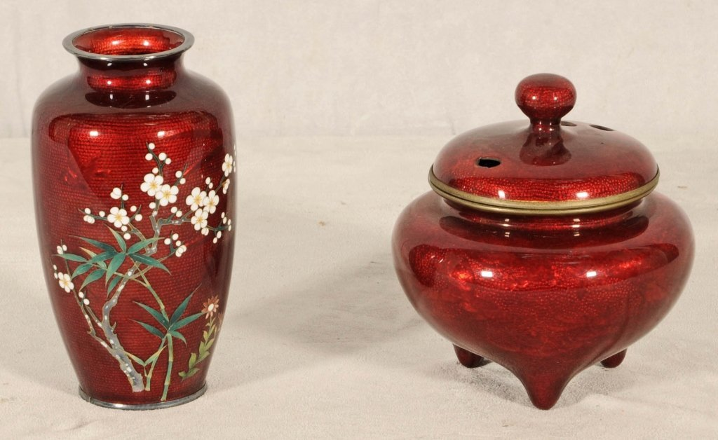 2 PIGEON BLOOD JAPANESE CLOISONNE PIECES. A VASE WITH F
