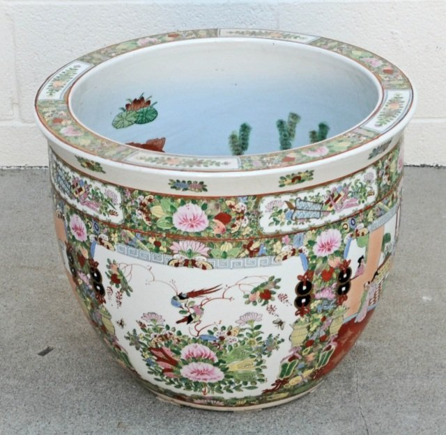 CHINESE PORCELAIN FISH BOWL.  FLORAL DECORATION ON THE