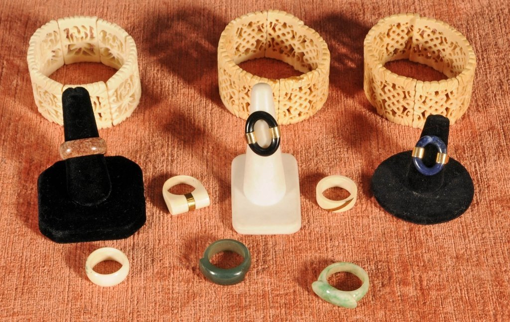 11 JEWELRY PCS.  CONSISTING OF 3 JADE RINGS, 14 KT .