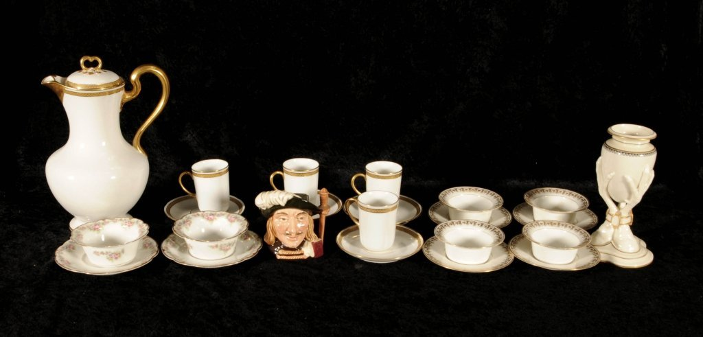 24 MISCELLANEOUS PCS  OF PORCELAIN.  CONSISTING OF A