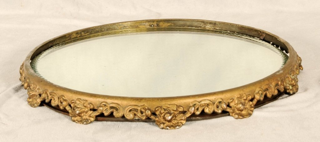 ROUND ORMOLU MIRRORED  PLATEAU WITH AN OPENWORK  FRAME.