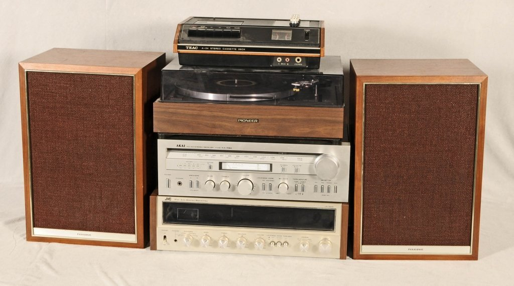 LOT OF STEREO EQUIPMENT.  CONSISTING OF  A  JVC FM/AM