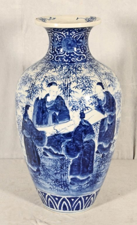 ANTIQUE CHINESE BLUE & WHITE VASE.  FLAIRED NECK,