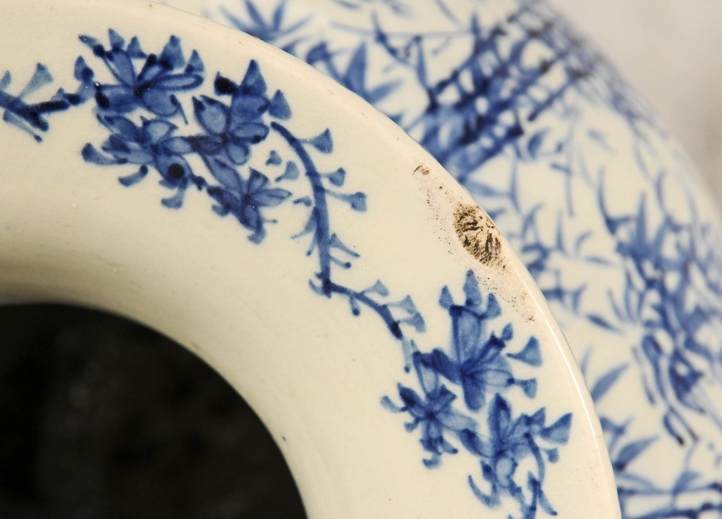 ANTIQUE CHINESE BLUE & WHITE VASE.  FLAIRED NECK, - 4