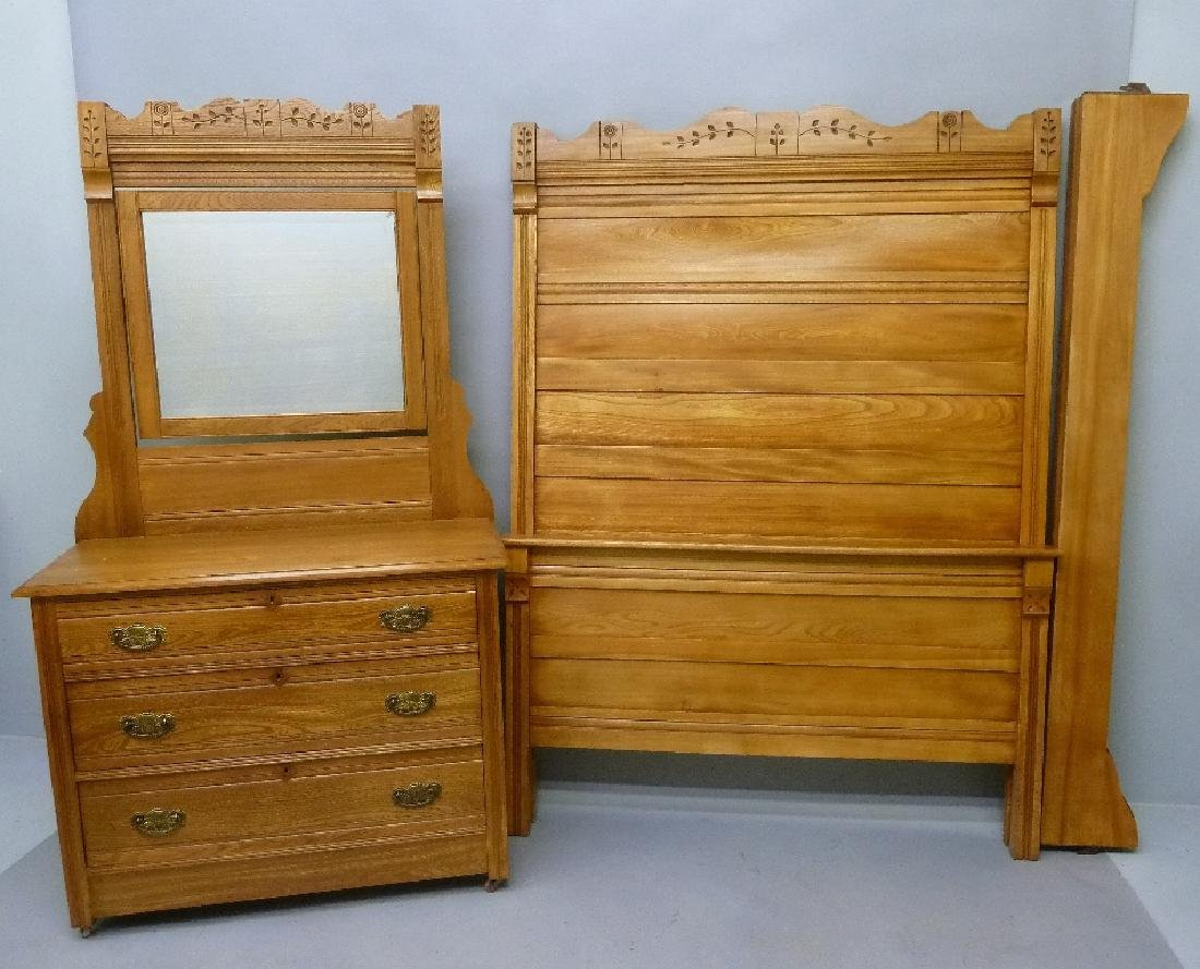 Circa 1900 Oak 2 Piece Spoon Carved Bedroom Set with