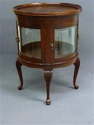 23: SOLID OAK BEVEL CURVED GLASS CURIO/VITRINE RAISED O