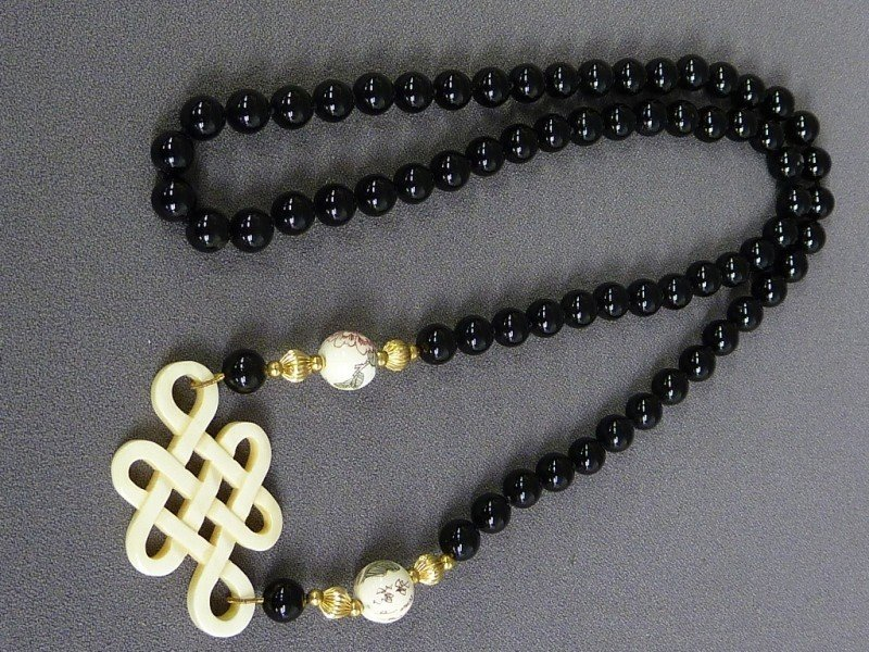 21: BLACK ONYX & 14K GOLD & CARVED IVORY NECKLACE , L 1