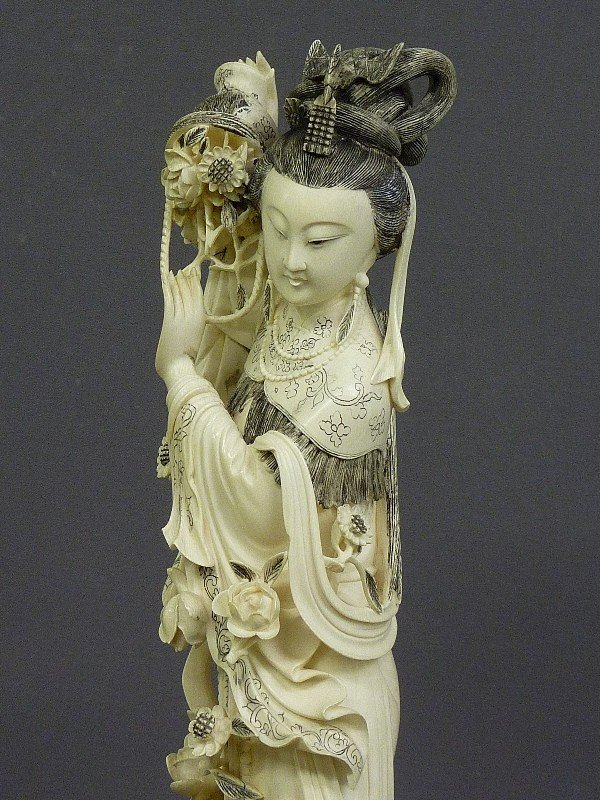 85: A CHINESE CARVED  IVORY FIGURE OF QUAN YIN, Hgt. 22 - 10
