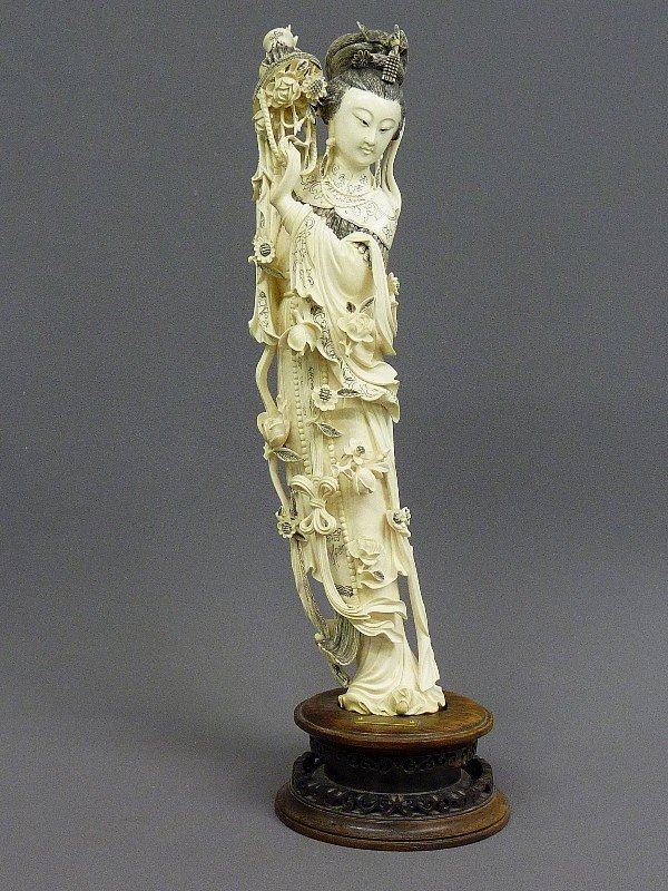 85: A CHINESE CARVED  IVORY FIGURE OF QUAN YIN, Hgt. 22