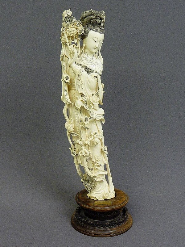 85: A CHINESE CARVED  IVORY FIGURE OF QUAN YIN, Hgt. 22 - 2