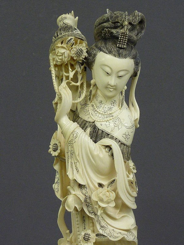85: A CHINESE CARVED  IVORY FIGURE OF QUAN YIN, Hgt. 22 - 3