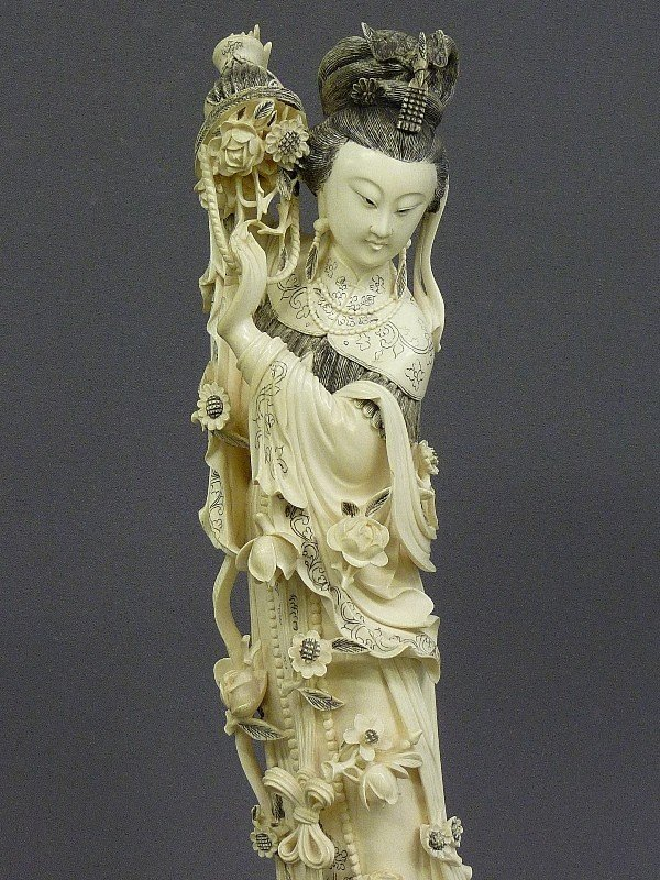 85: A CHINESE CARVED  IVORY FIGURE OF QUAN YIN, Hgt. 22 - 5