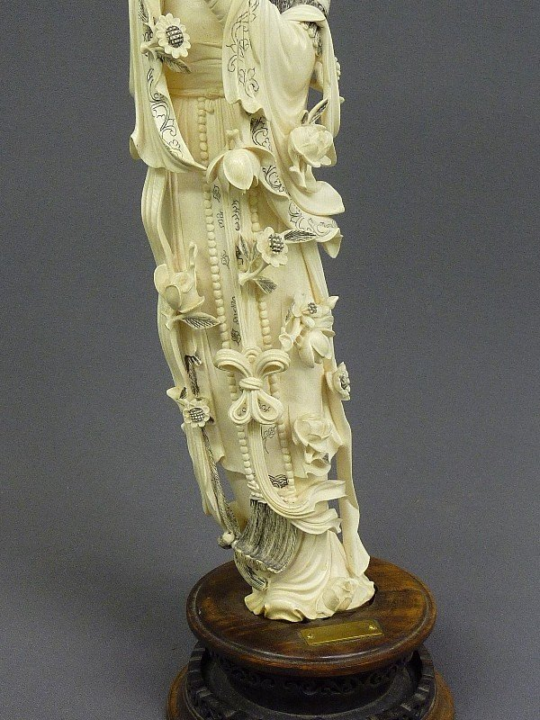 85: A CHINESE CARVED  IVORY FIGURE OF QUAN YIN, Hgt. 22 - 7