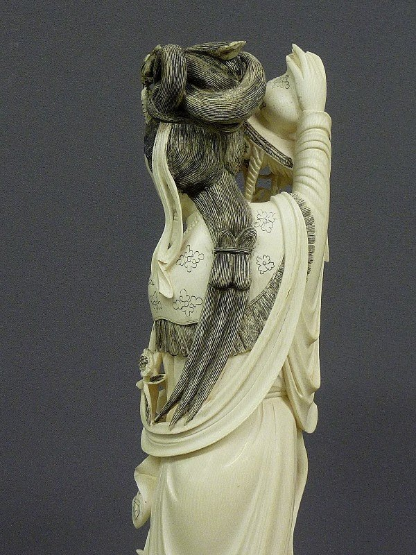 85: A CHINESE CARVED  IVORY FIGURE OF QUAN YIN, Hgt. 22 - 8