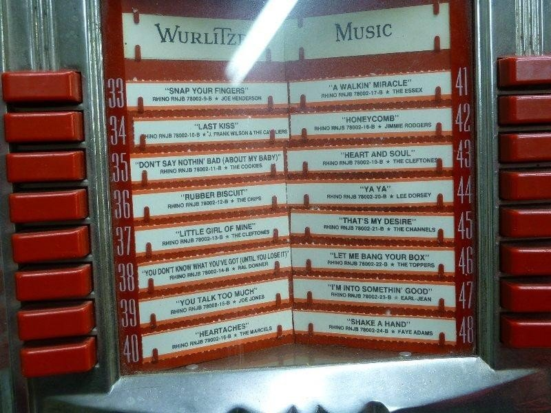 265: 1950's Signed WURLITZER Model 1250 Jukebox, Hgt 60 - 6