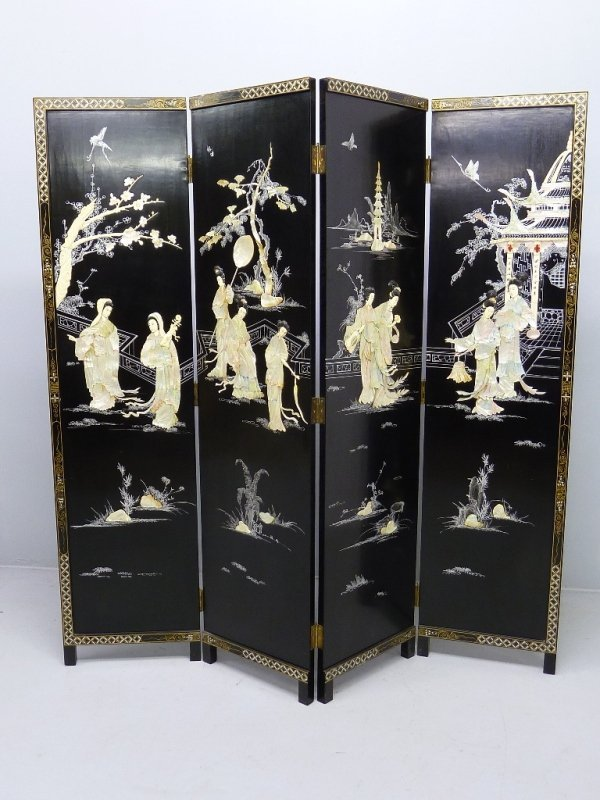 18: CHINESE FOUR PANEL FLOOR SCREEN, with Carved Mother