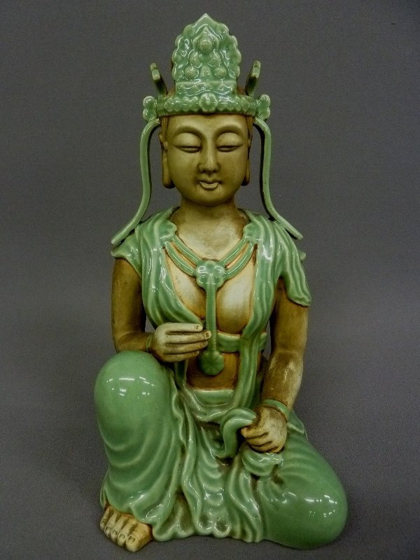 19: CHINESE PORECLAIN FIGURE OF QUAN YIN Signed on the