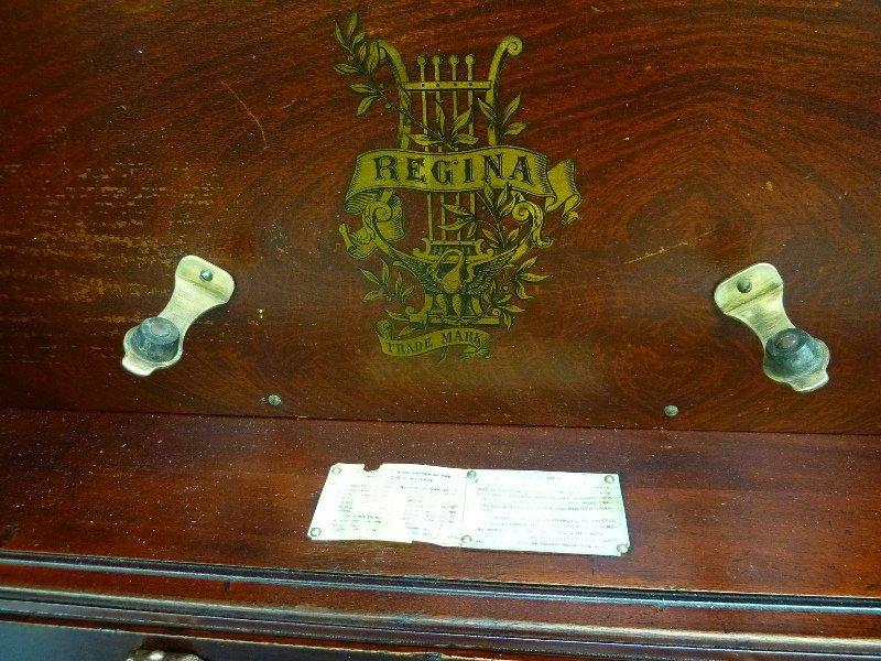 "Regina Sublima Upright 20 3/4"" Disk Music Box in Great  - 7"