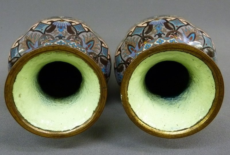 Early 20th Century Pair of High Quality Cloisonne Vases - 4