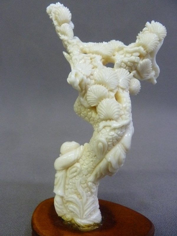 Well Carved Chinese Coral Sculpture of Two Boys and - 4