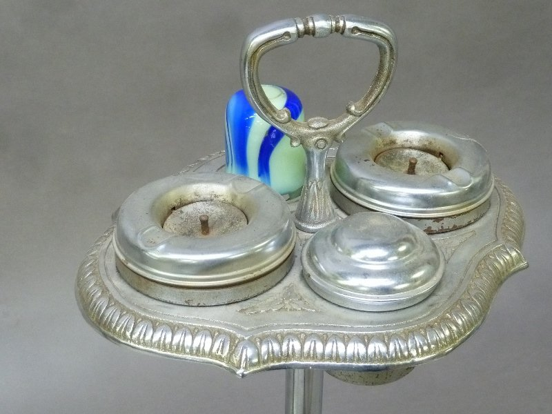 2 Art Deco Ash Trays with Stone Onyx on bases. One has - 3