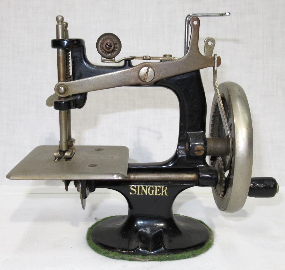 Child's Singer Sewing Machine - 3