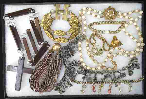 Lot Costume Jewelry Necklaces & Bracelets