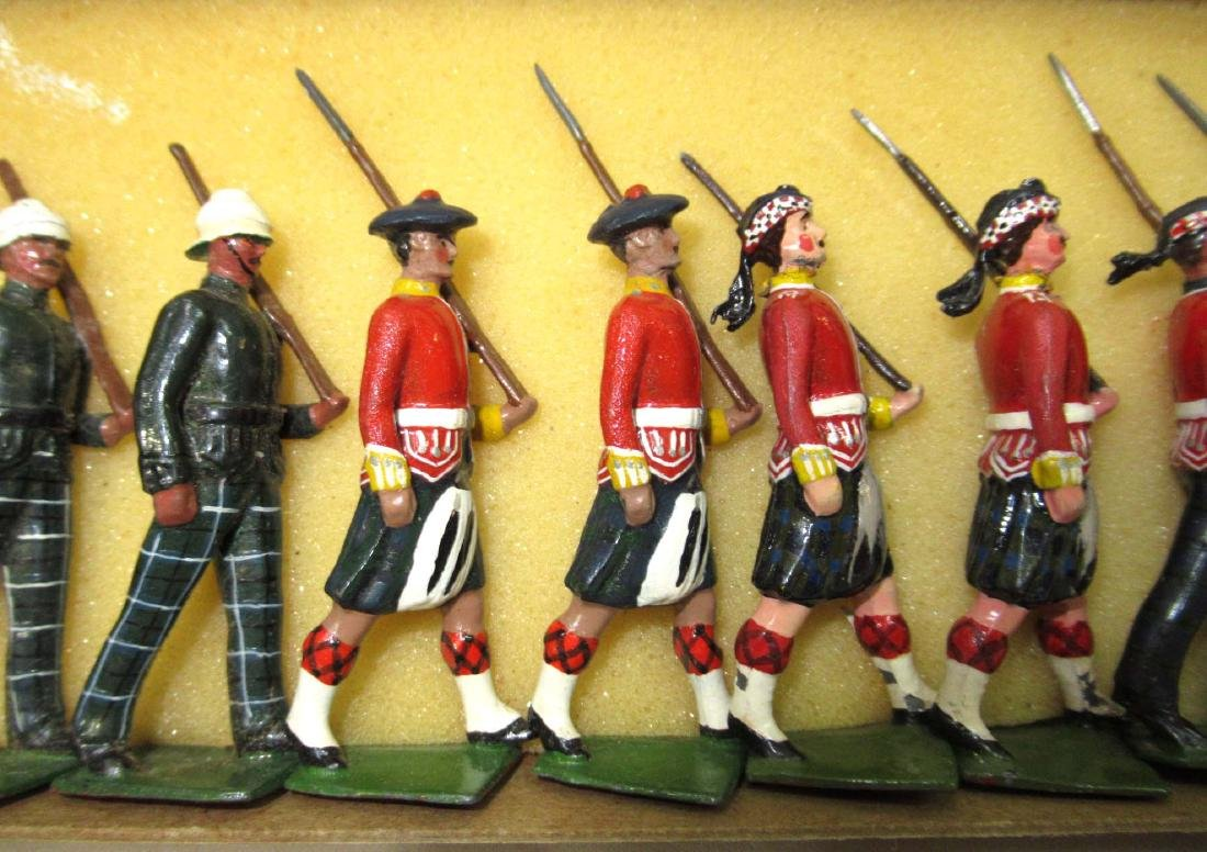 18 Lead Soldiers Scottish Guards, Orig Box - 2