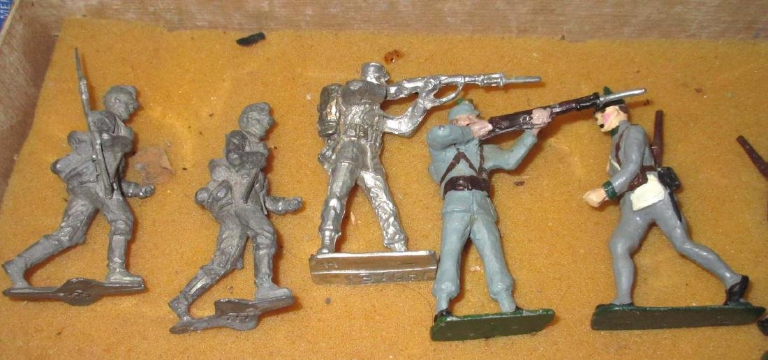 Lot of 11 Lead Soldiers - 2