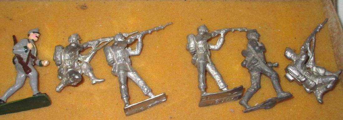 Lot of 11 Lead Soldiers - 3