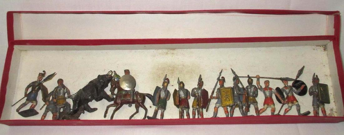 Lot of 13 Lead Soldiers