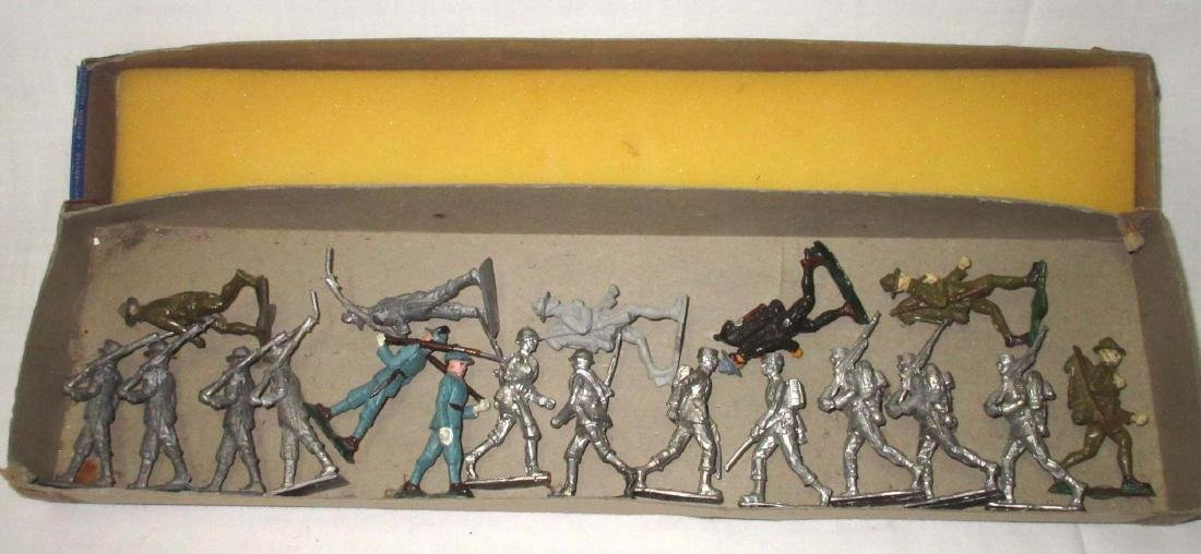 Lot of 19 Lead Soldiers
