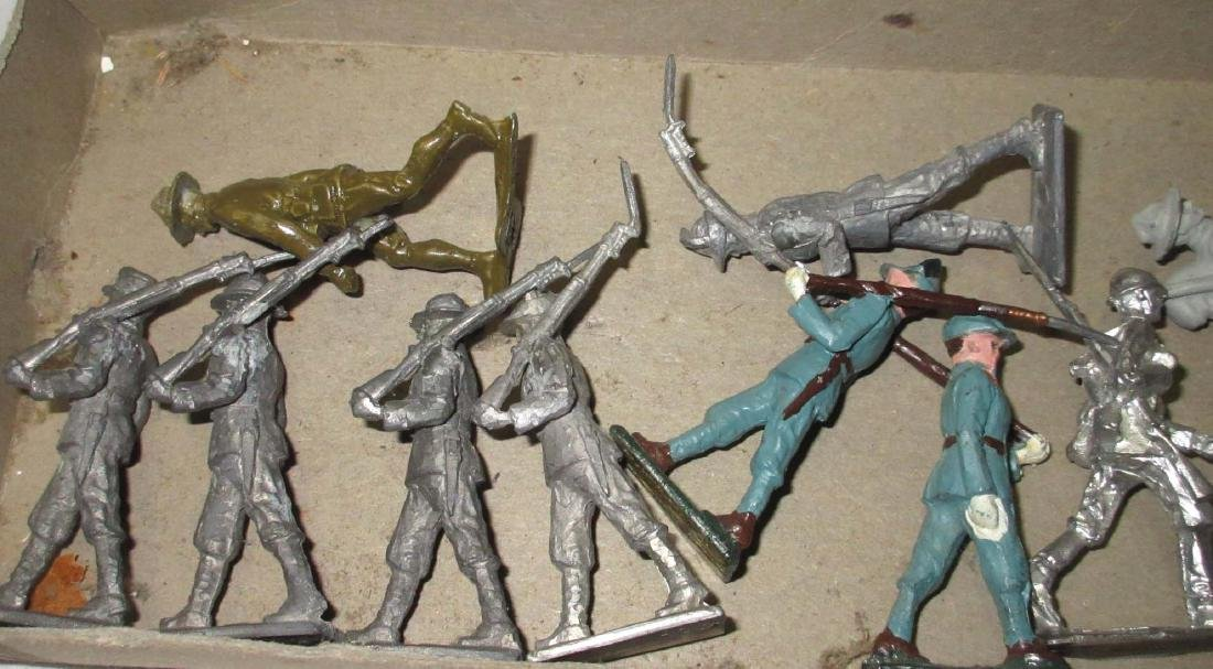 Lot of 19 Lead Soldiers - 2