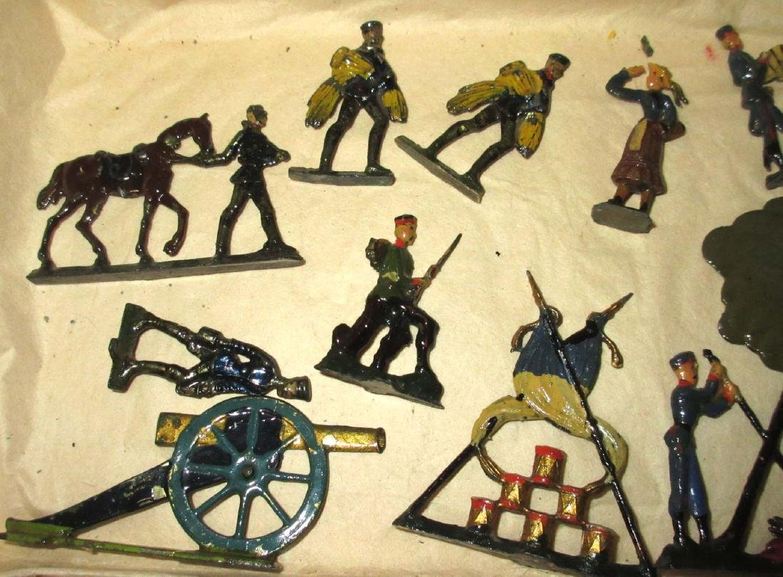 Lot of 20 Lead Soldiers - 2