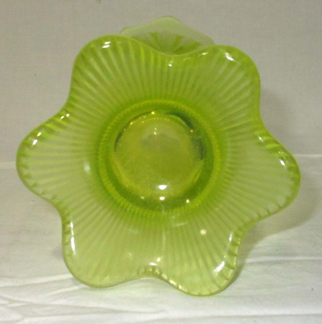 Vaseline Opal. Vase - 3