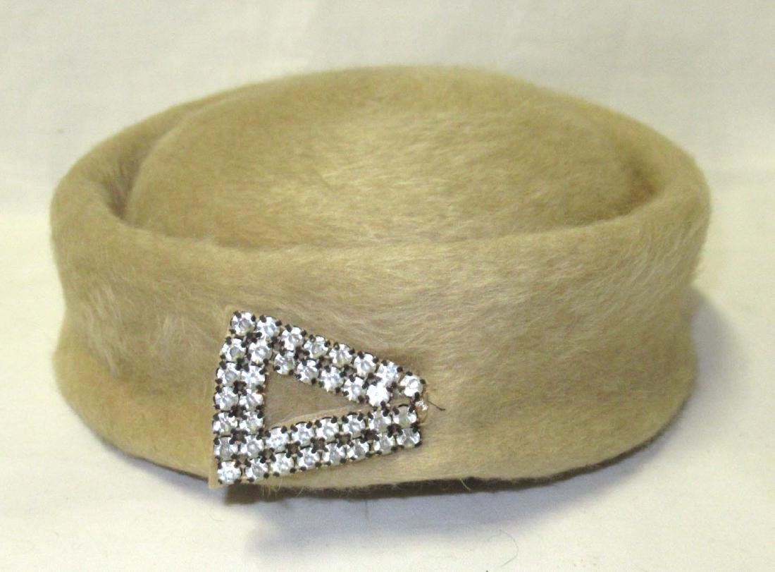 French Room Brushed Felt Cap w/ Hat Pin