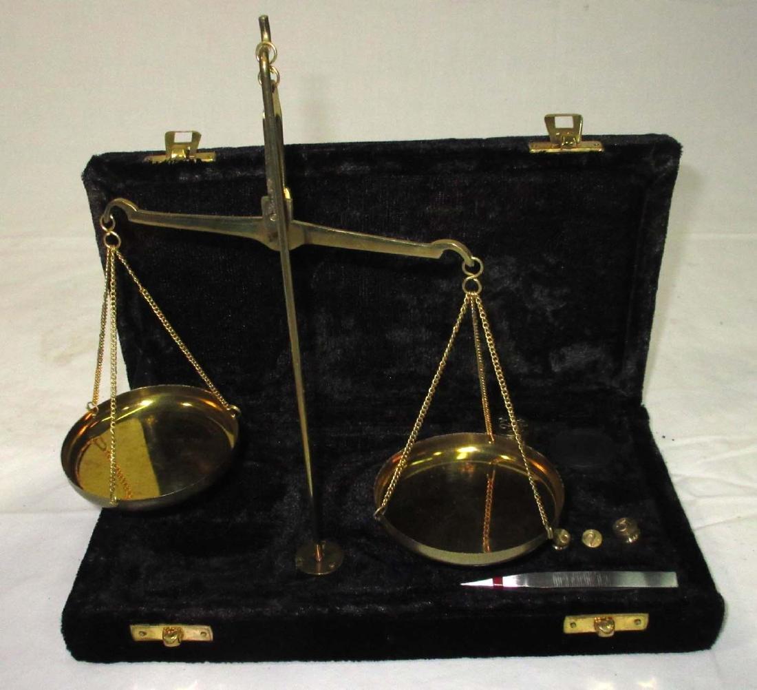 Modern Gold Scale