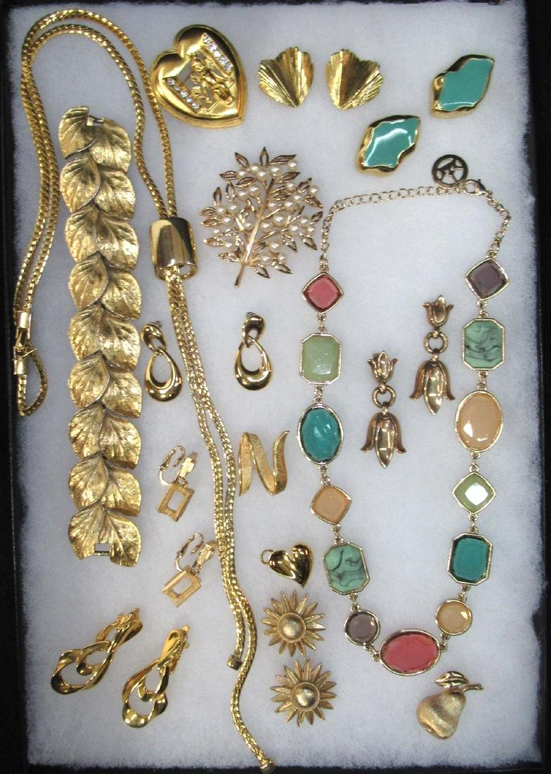 15pc Trifari Goldtone Jewelry